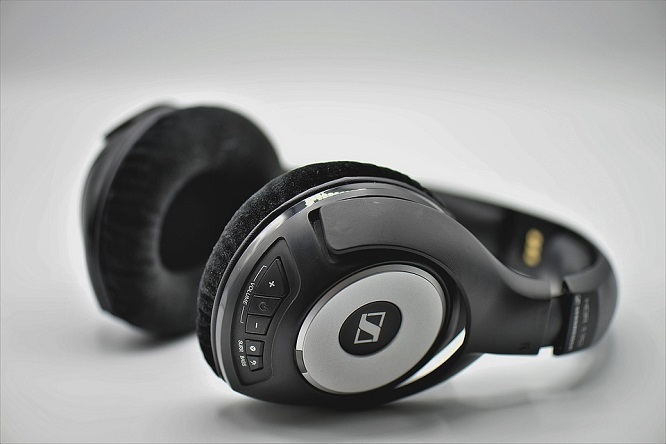 What are the best headphones that rest on your neck